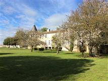 Mansions CHARMING property in Charente-Maritime