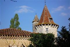Luxury real estate Restored castle from the 13th to the 18th century