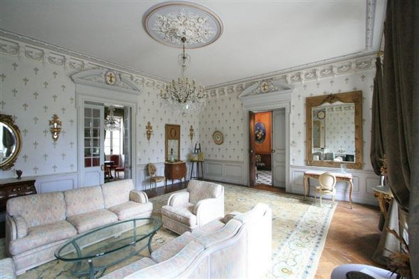 Luxury homes this lovely  Chateau includes a swimming pool