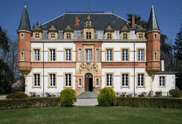 Mansions this lovely  Chateau includes a swimming pool