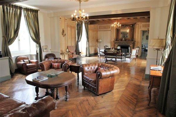 very well maintained luxury real estate