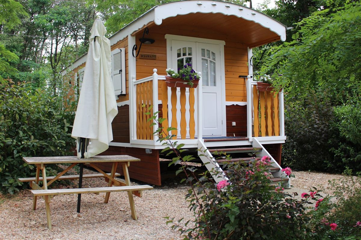 Luxury real estate MAGNIFICENT DOMAIN – GUEST ROOMS, GITES AND UNUSUAL ACCOMODATIONS – 5 MIN FROM BEAUVAL