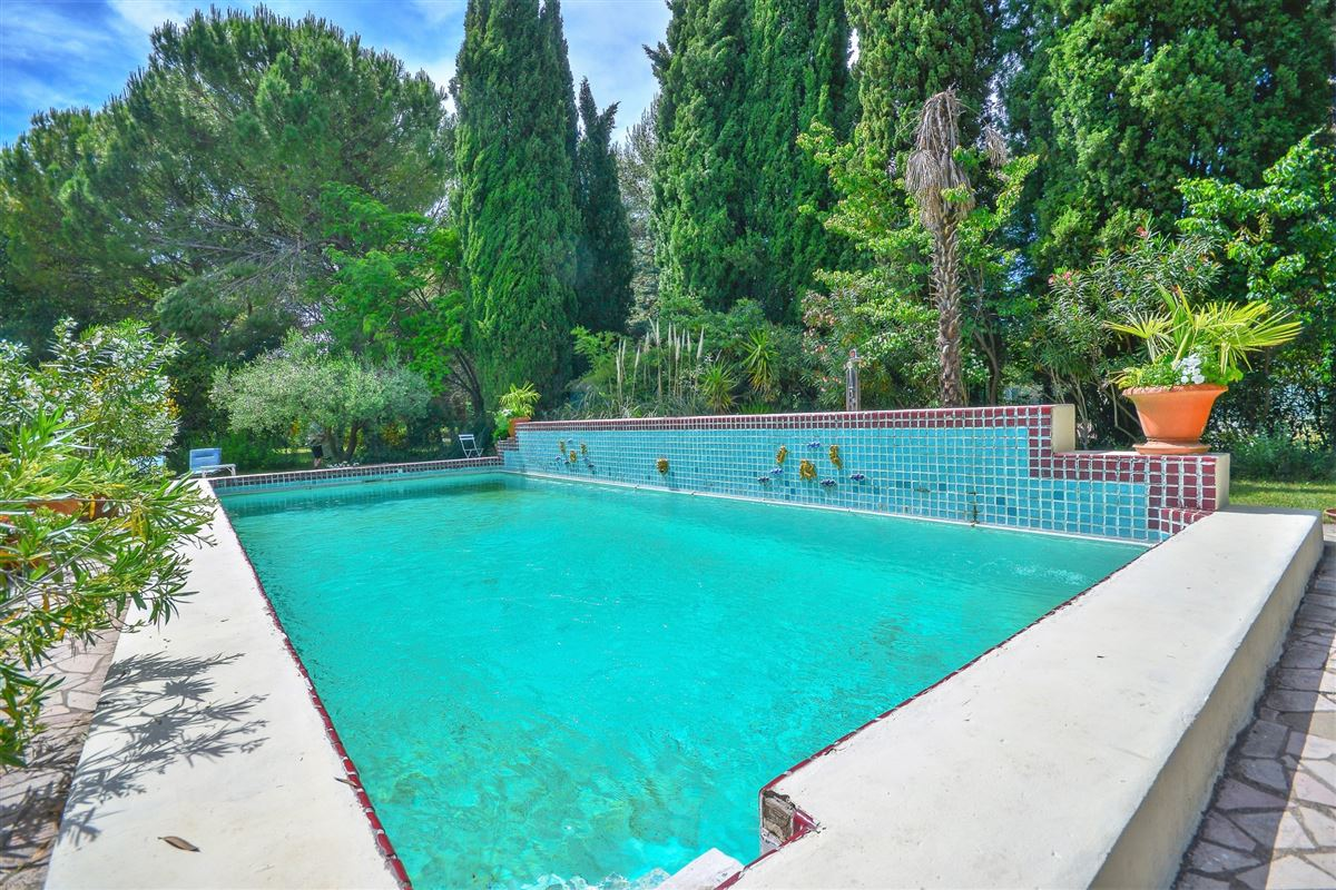 Luxury homes this property is Located in the heart of a magnificent parc with Mediterranean flora