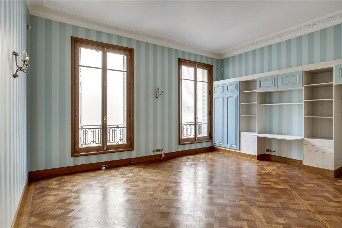 elegant Haussmanian building, luxury real estate
