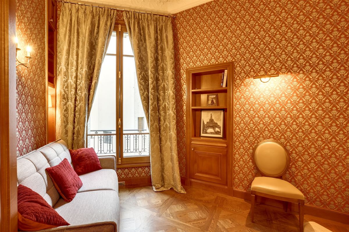 elegant Haussmanian building, luxury properties