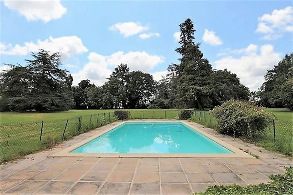Luxury properties magnificent Mansion in a quiet area in the countryside