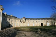 Mansions in spectacular 18th century château
