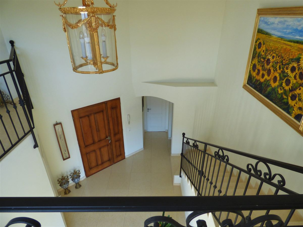 Luxury homes beautiful Villa offers distant views