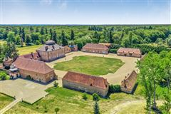 Luxury properties Magnificent chateau from the XVI and XVIIIth Centuries