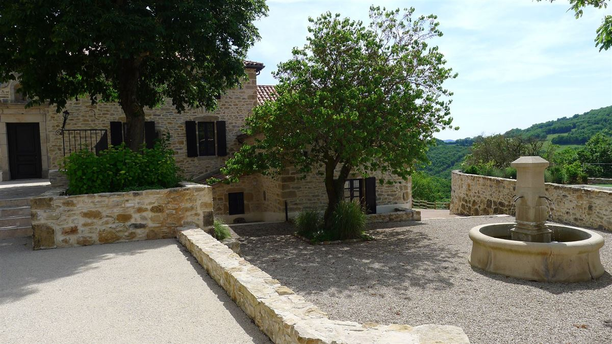 restored Old hamlet with five buildings on 160 hectares luxury properties