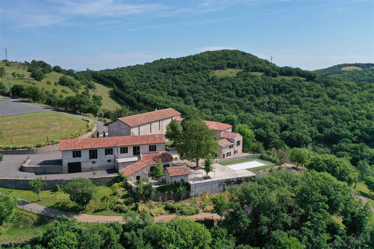 restored Old hamlet with five buildings on 160 hectares luxury homes