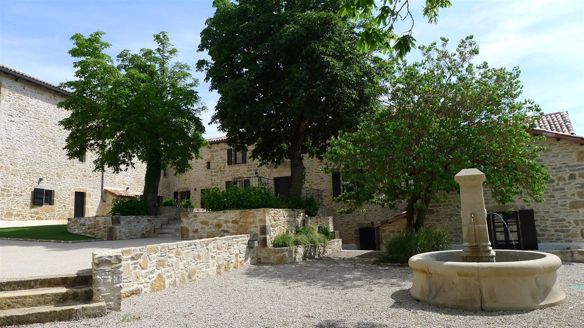Luxury homes in restored Old hamlet with five buildings on 160 hectares