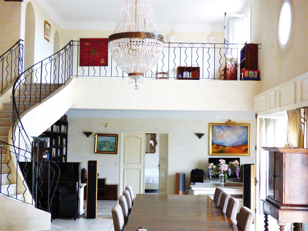 Luxury homes Beautiful villa