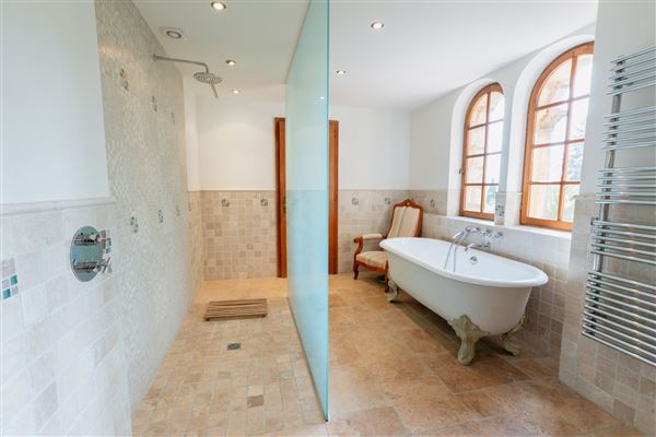 Luxury properties Lovely and spacious stone villa