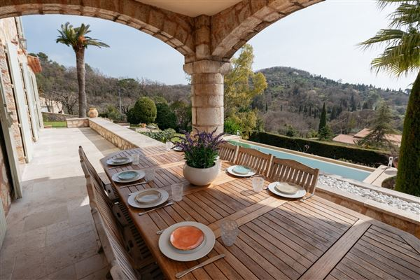 Lovely and spacious stone villa luxury properties