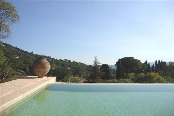 Mansions in Lovely and spacious stone villa