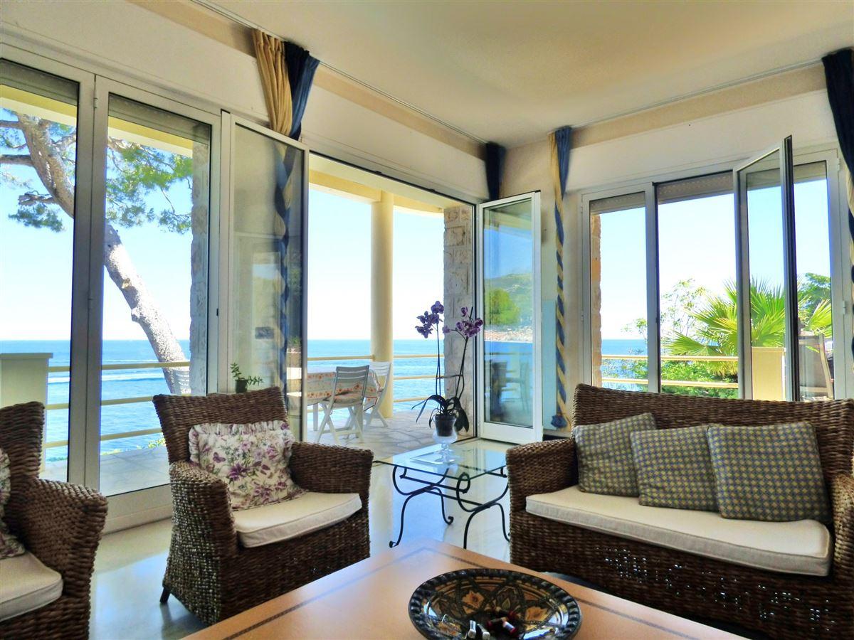 IMPRESSIVE VILLA FACING THE SEA luxury homes