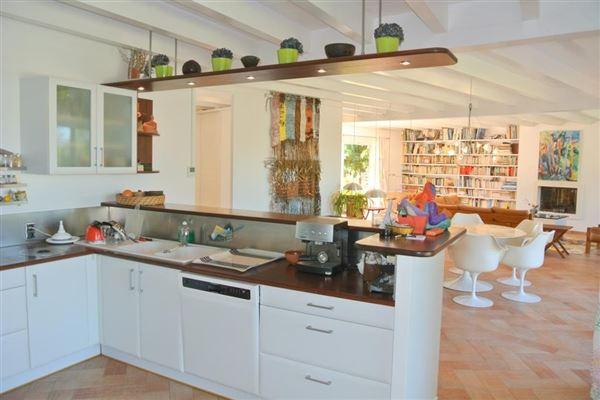 Luxury real estate recent single-storey VILLA
