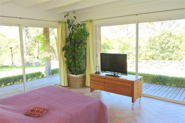Luxury properties recent single-storey VILLA