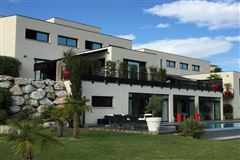 contemporary house with open views mansions