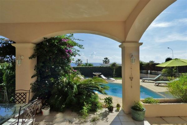 Luxury properties Immaculate villa
