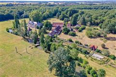 Luxury homes in elegant castle on the edge of the Sologne