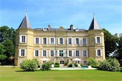 Mansions totally renovated chateau In the heart of the Lot-et-Garonne