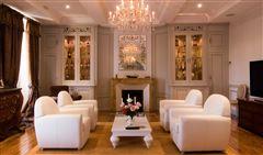 Seven bedroom castle mansions
