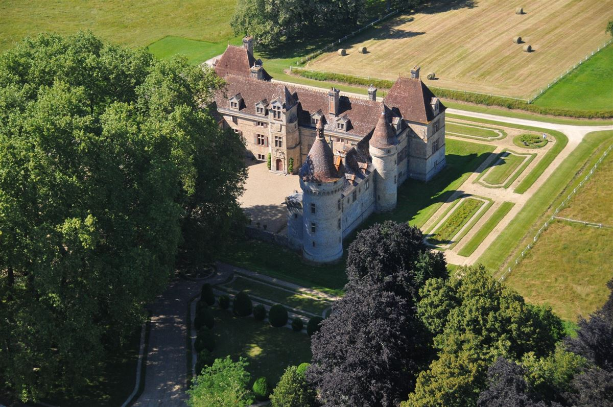 exceptional CHATEAU  luxury properties