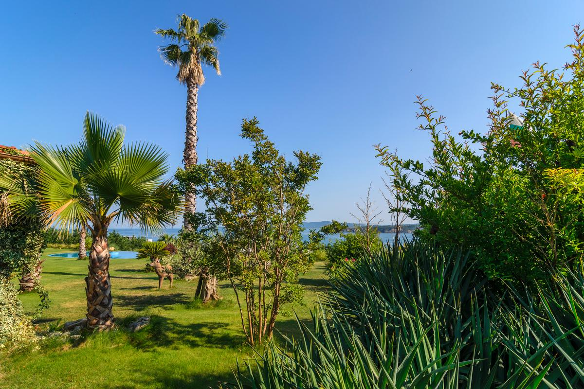La Dolce vita - amazing estate with exotic park luxury properties