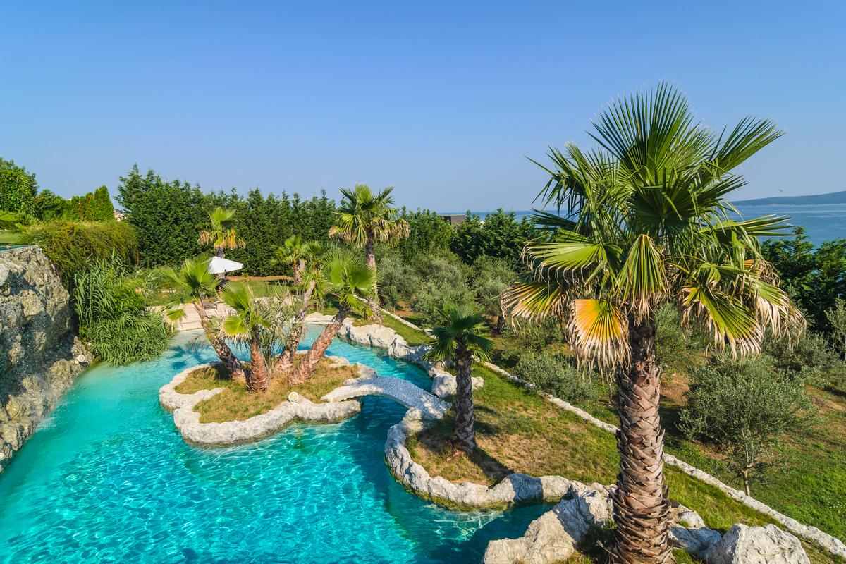 Mansions in La Dolce vita - amazing estate with exotic park
