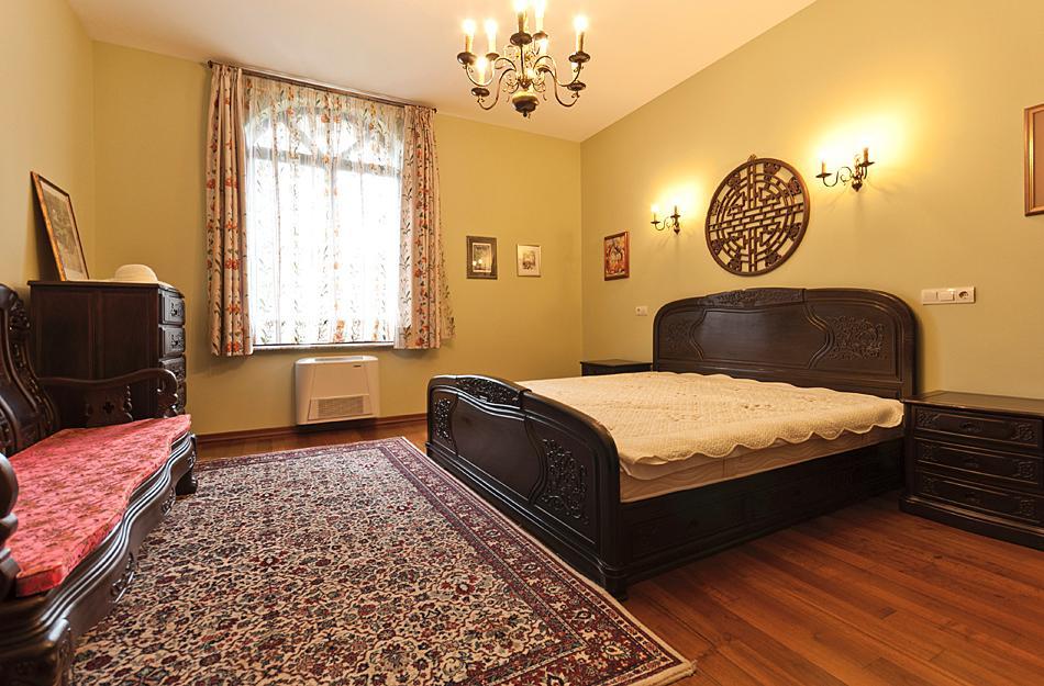 Luxury properties Beautiful house for sale near a lake