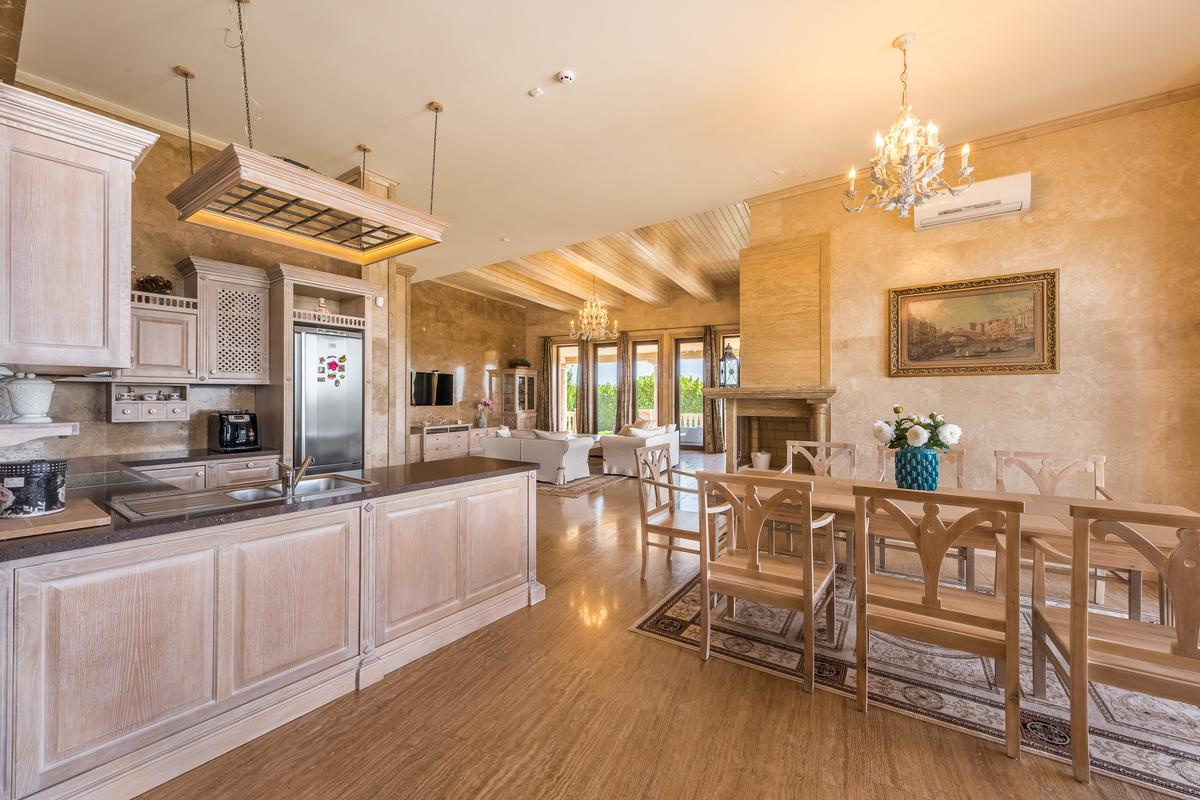 Luxury homes Stylish house near Sunny beach