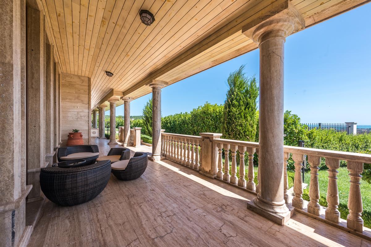 Luxury properties Stylish house near Sunny beach