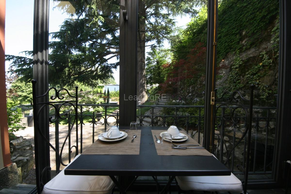 Mansions in Villa Augusta