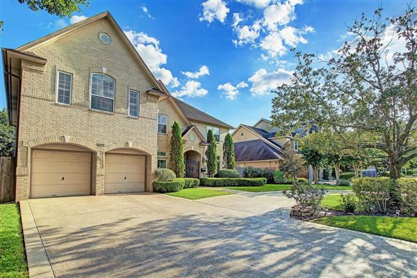 Luxury real estate Beautiful home with impressive curb appeal and fabulous flow