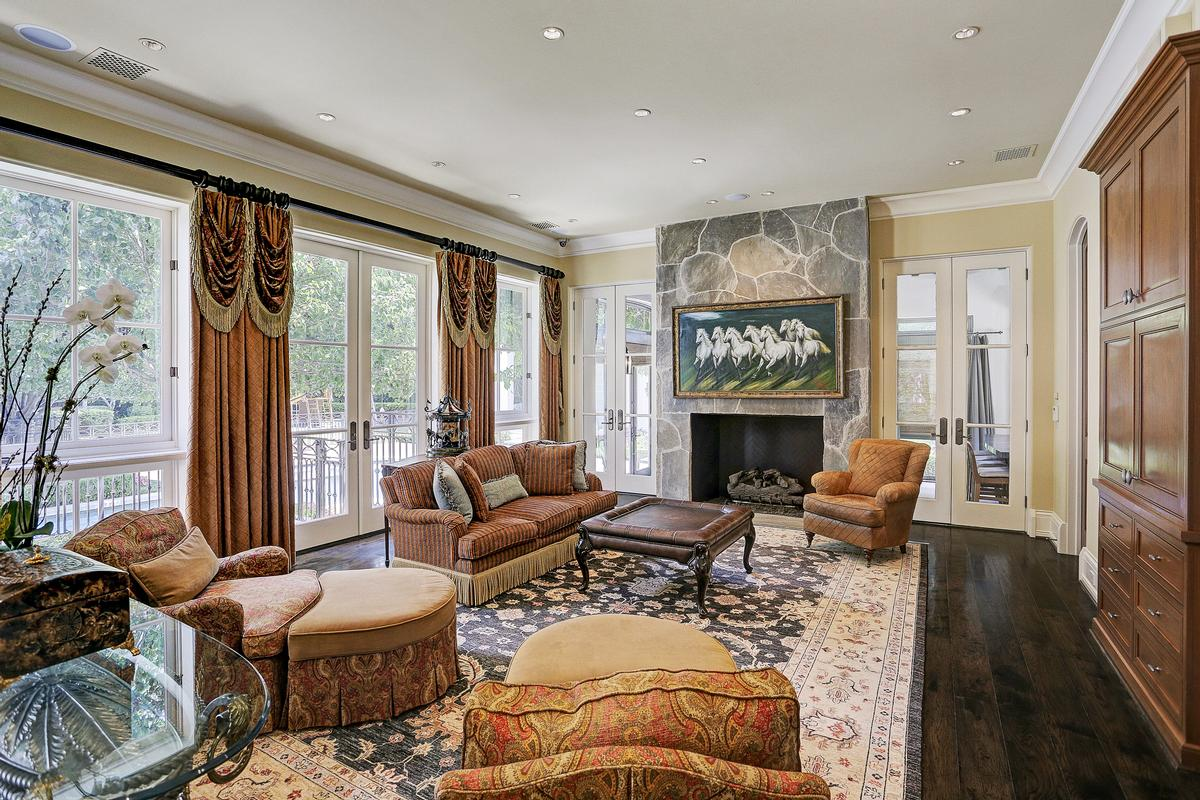 325 W Friar Tuck Lane luxury real estate