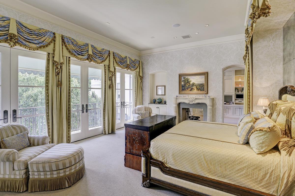 Luxury properties 325 W Friar Tuck Lane