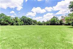 Luxury properties prime River Oaks building site
