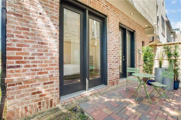 Luxury properties elegant newer home in great location