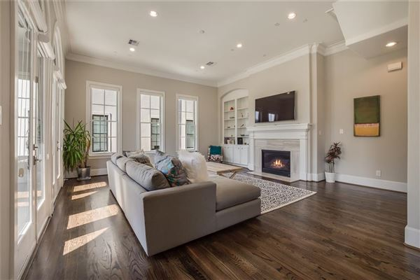 Luxury homes in elegant newer home in great location