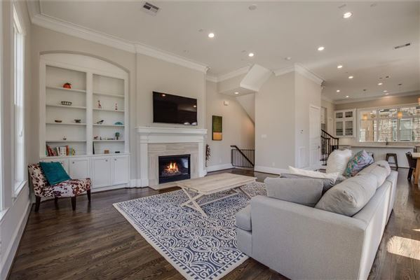 Mansions in elegant newer home in great location
