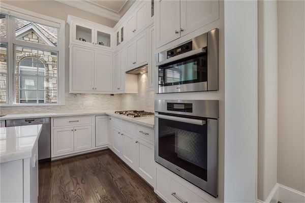Luxury homes elegant newer home in great location