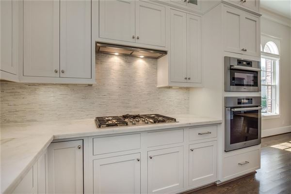 Luxury real estate elegant newer home in great location