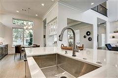 Luxury homes Welcome Home to elegance
