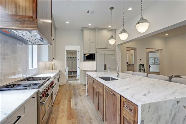 gorgeous NEW CONSTRUCTION in Southampton luxury homes