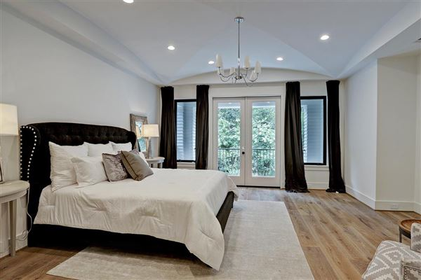 Luxury homes in gorgeous NEW CONSTRUCTION in Southampton