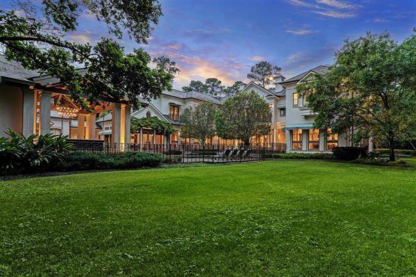 Luxury homes in Magnificent Memorial Estate
