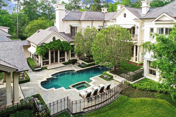 Mansions in Magnificent Memorial Estate