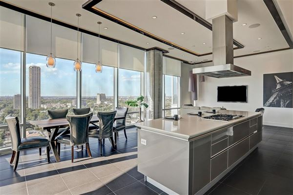 Spacious home offers Amazing sunset views luxury homes